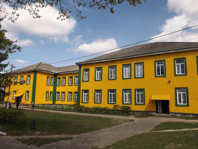 Опорна школа в смт Колки має 50 гуртків та своїх іменитих випускників