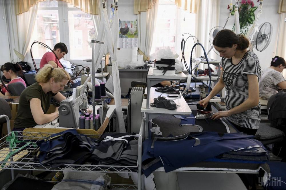 0c46e819f28955 Українки шиють одяг для світових брендів (Відео)