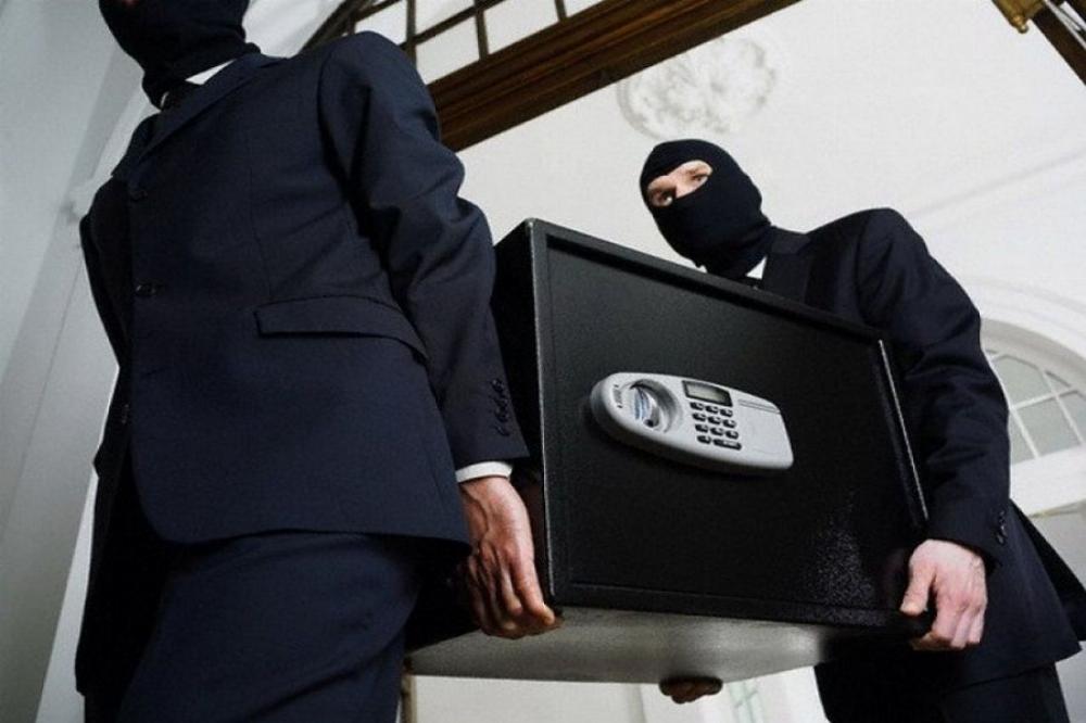 Як в кіно. У Франківську зухвало викрали більше мільйона гривень (фотофакт)