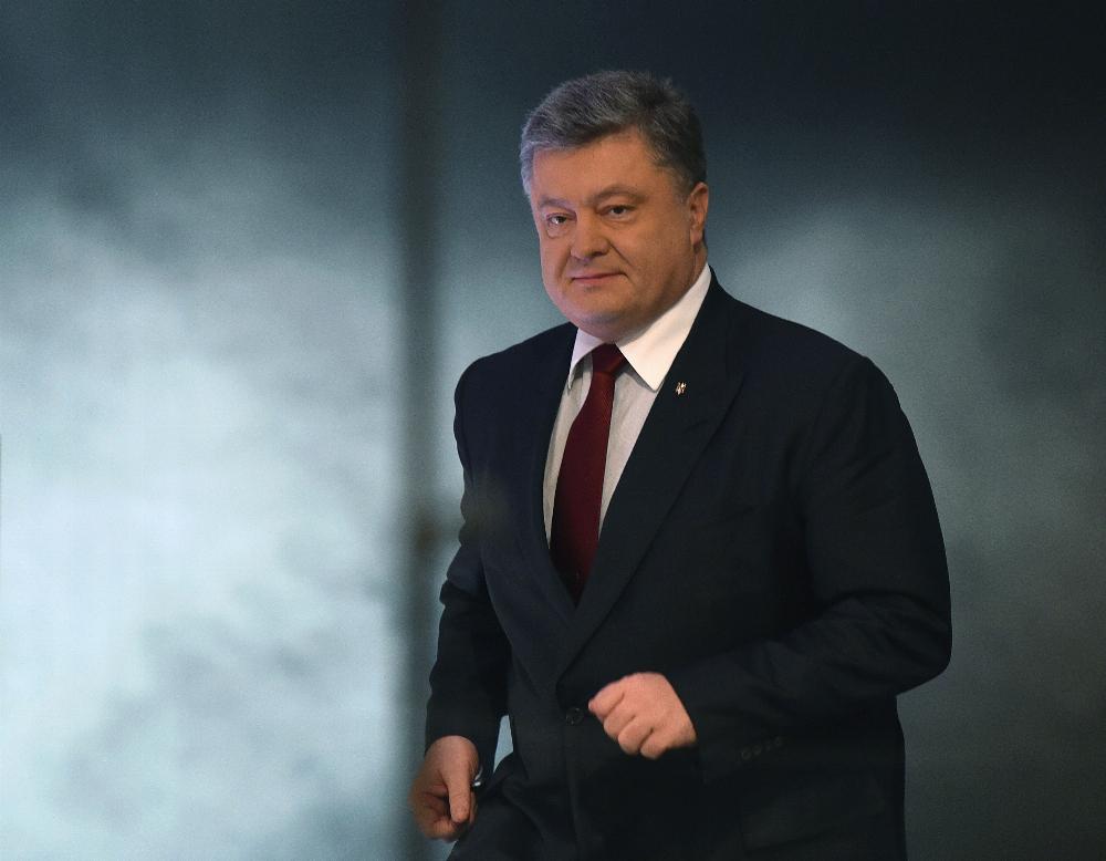"""Отдыхающий на Сейшелах Порошенко написал, что лично проверил елку возле """"Рошена""""."""