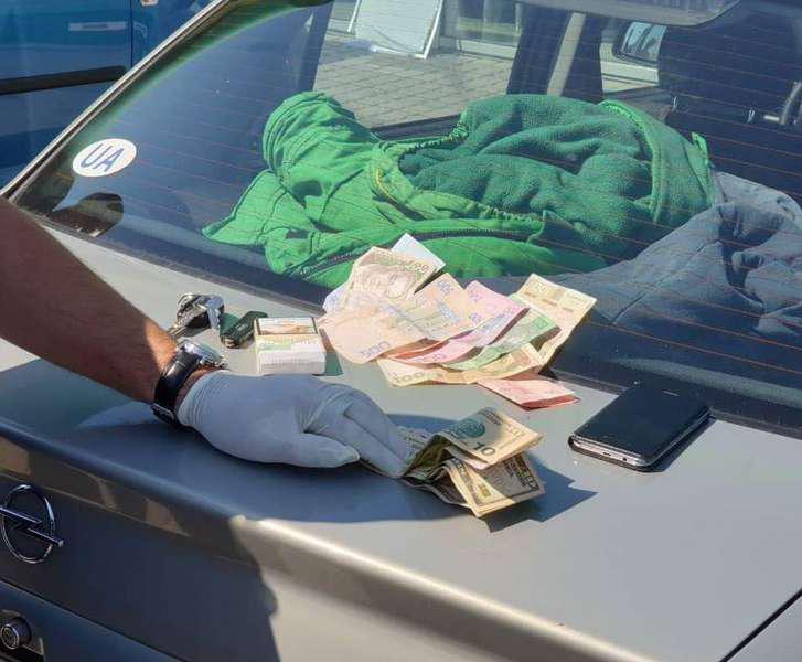 Результат пошуку зображень за запитом Волинський митник за 800 гривень спрощував процедуру перетину кордону