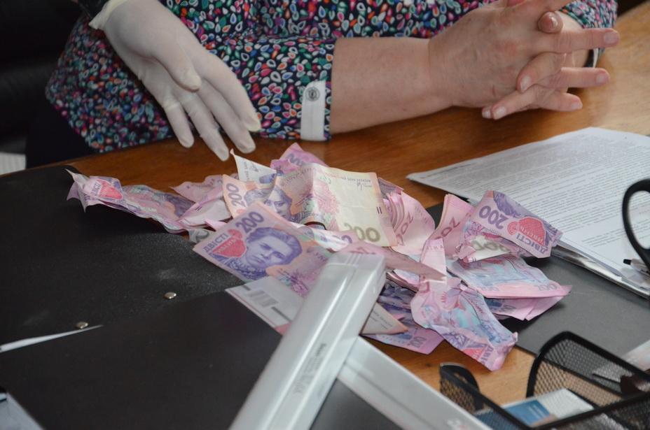 Результат пошуку зображень за запитом На Волині працівницю митниці оштрафували на 17 тисяч за тисячу гривень хабаря